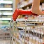 wózek na zakupy w sklepie