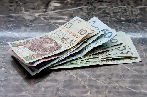 banknoty na marmurze