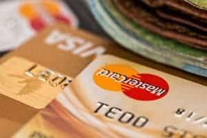 Karty kredytowe i banknoty