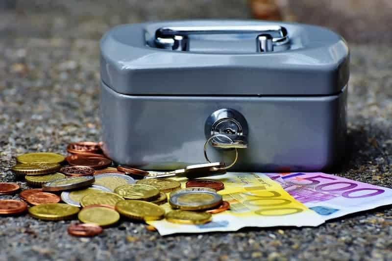 zabezpieczone pieniądze w kasetce